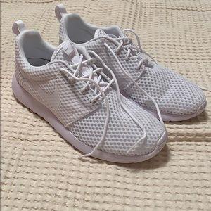 546d720030a Nike Shoes - Men s Nike Triple White Roshe Run One BR Size 9.5